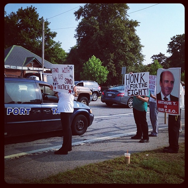Employees protesting on Storey Ave, at Newburyport's Market Basket