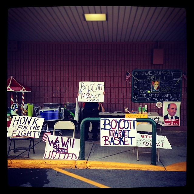 Signs in front of Market Basket's door