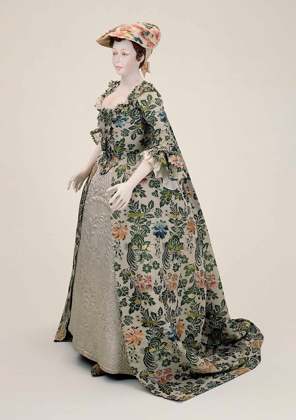 Wedding dress worn by Nathaniel Carter's Bride, Mary Beck, Newburyport 1742