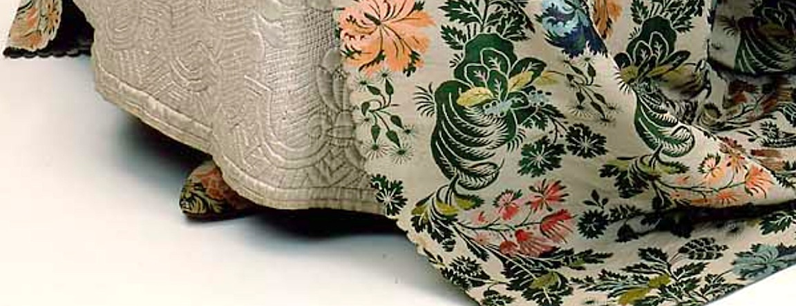 Detail of the shoes and wedding dress.